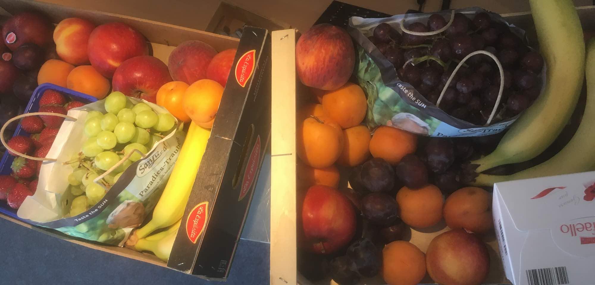 14 kg gemischtes Obst für das Mainzer Büro