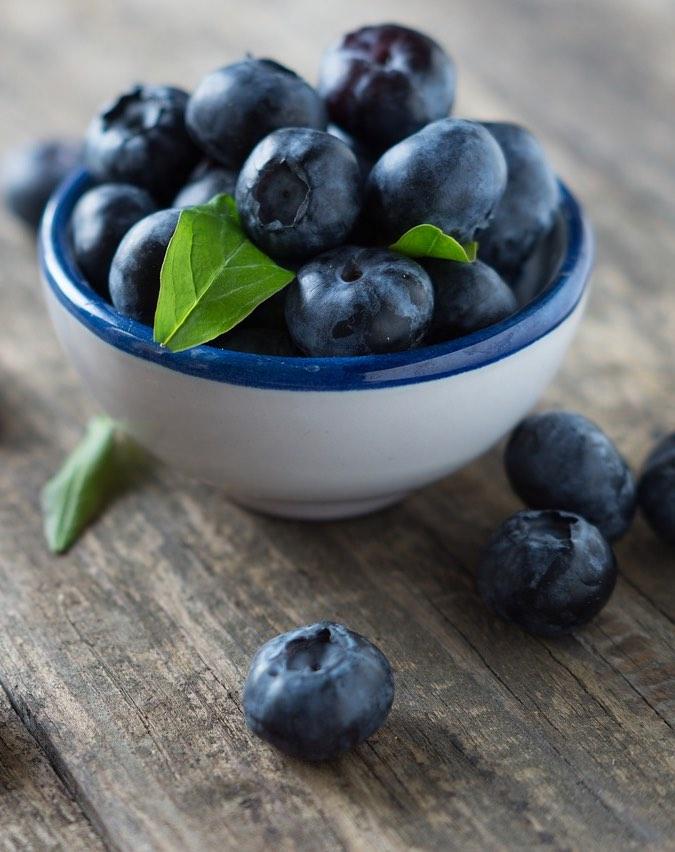 blaubeeren im Obstkorb