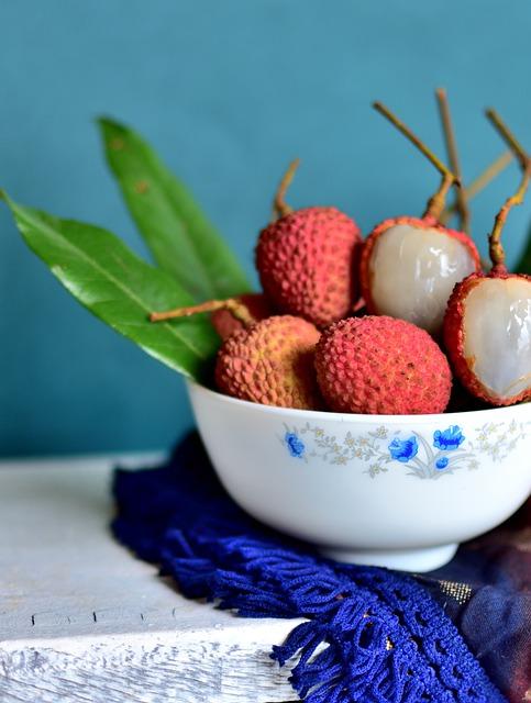 Litschi und der Obstkorb