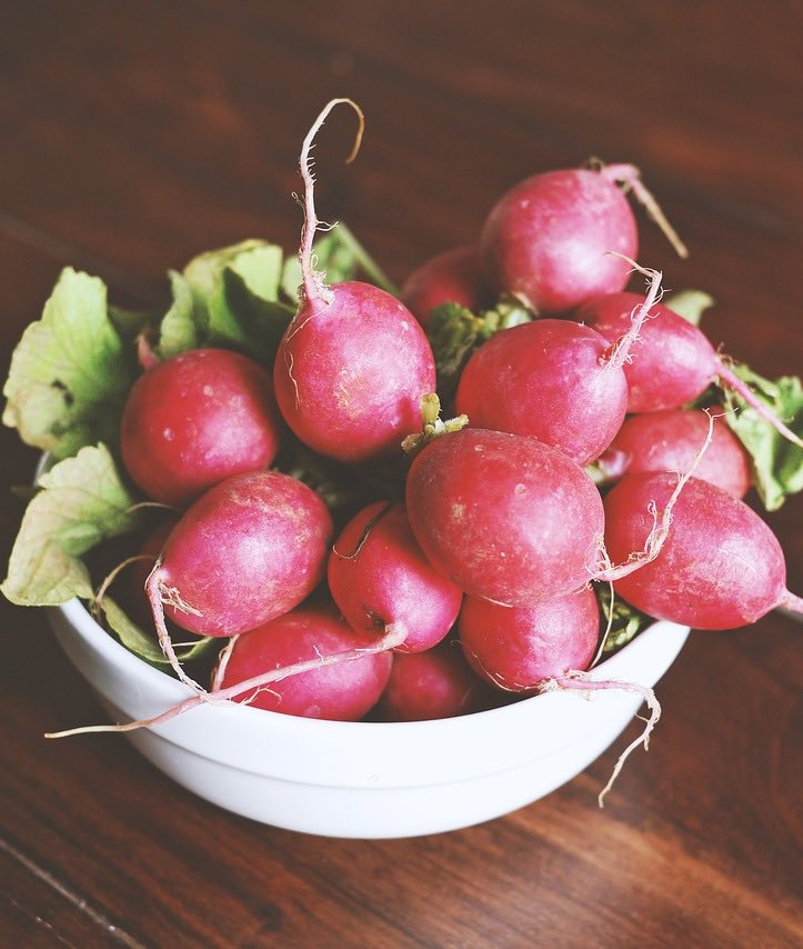 Radieschen im Obstkorb