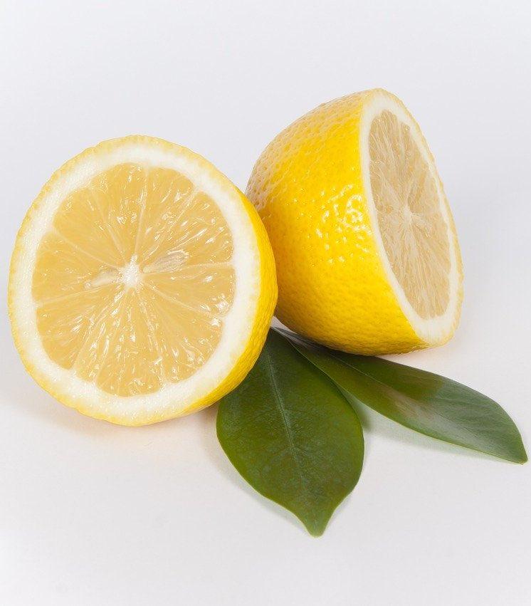 Zitronen in der Obstkiste