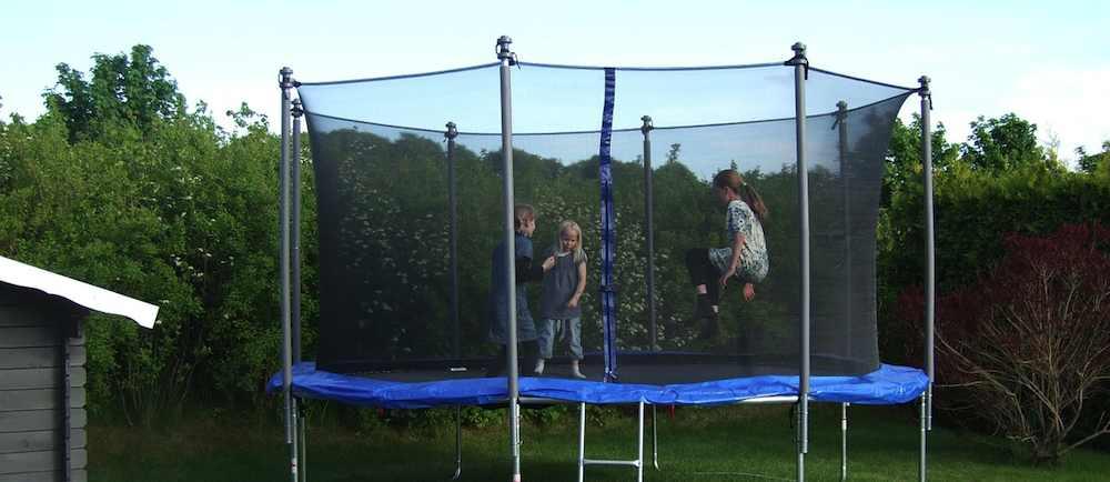 Trampolin im Garten in Bad Homburg vor der Höhe